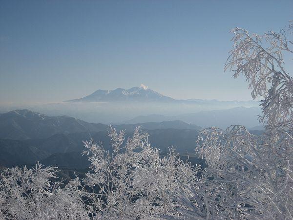 10.樹氷と御嶽.jpg