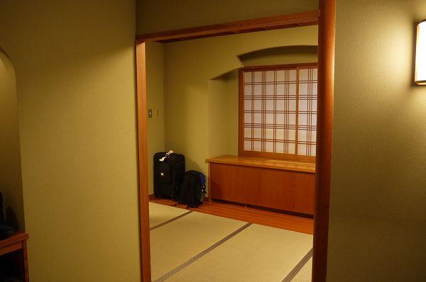 10.踏込から前室.jpg