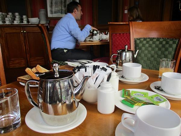 14.ポットはコーヒーと紅茶.jpg