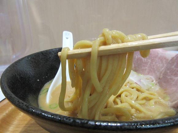 14.麺は太麺.jpg