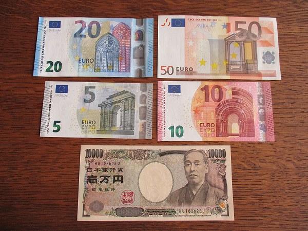 15.ユーロ紙幣です.jpg