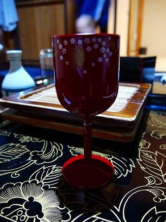 16.白ワイン・会津塗りのグラスで.jpg