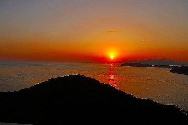 17.部屋から見た夕陽.jpg