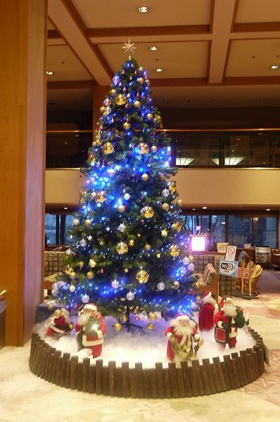 2.昨日見慣れたクリスマスツリー.jpg