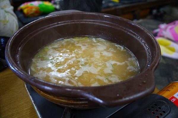 22.残したスープにしらす丼のごはんを投入.jpg