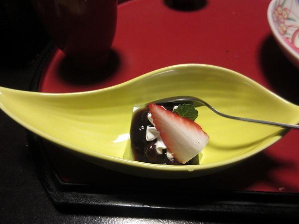 23.デザートは抹茶のムース苺添え.jpg