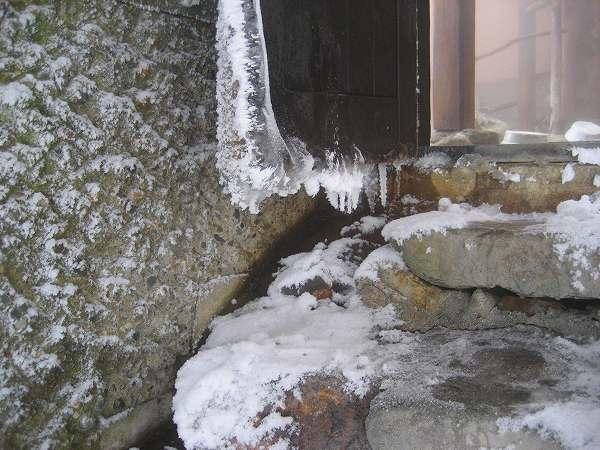 24.ドアから小氷柱.jpg