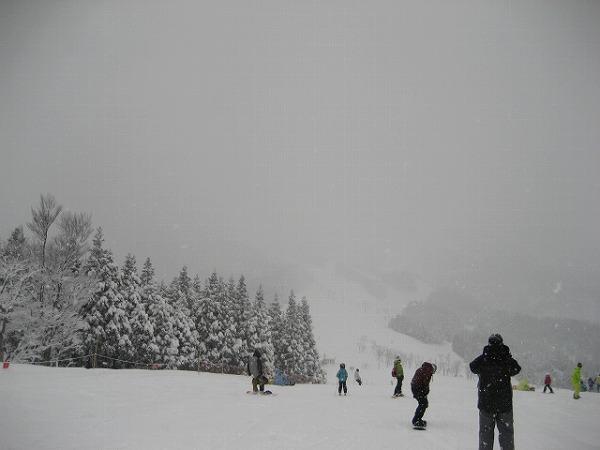 3.雪に煙るゲレンデ.jpg