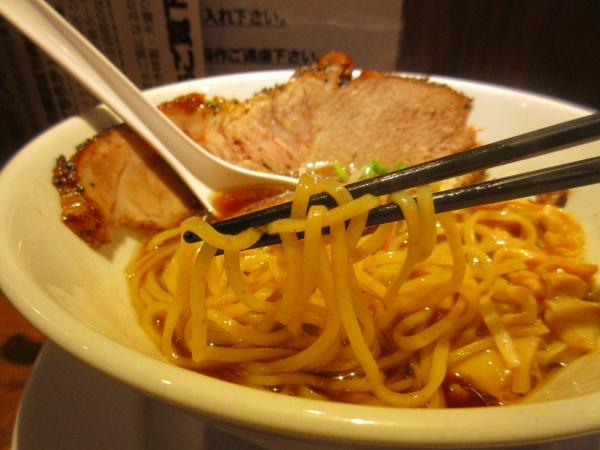 9.麺は細めの平打ちストレート.jpg